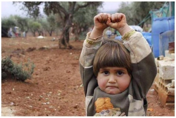 syria_war_2015_child_hands-up-before-camera